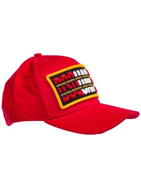 Красная бейсбольная кепка