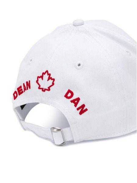 Белая бейсболка с вышивкой логотипа