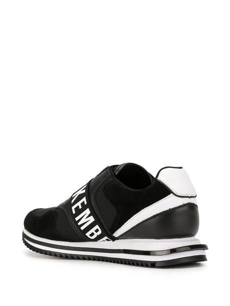 Черно-белые кроссовки с лого
