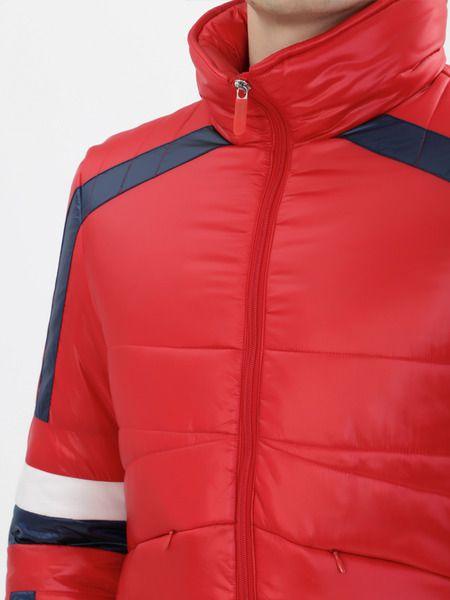 Красная стеганая куртка