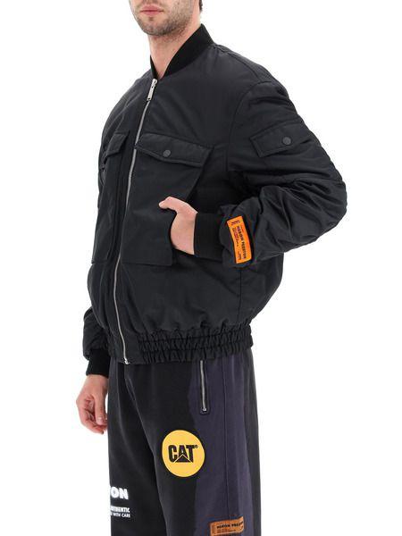Черный бомбер с карманами на груди