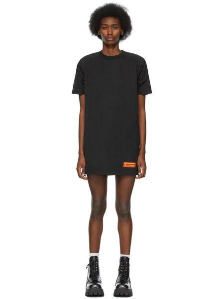Черное платье-футболка с нашивкой-логотипом