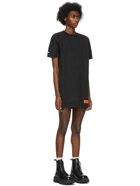 Черное платье-футболка с логотипом