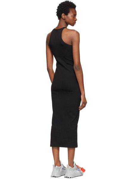 Черное приталенное платье миди