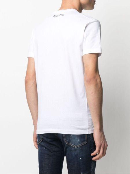 Белая футболка с логотипом