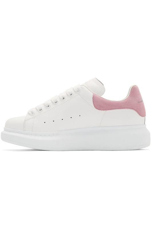 Белые кроссовки с розовым задником на массивной подошве Alexander McQueen