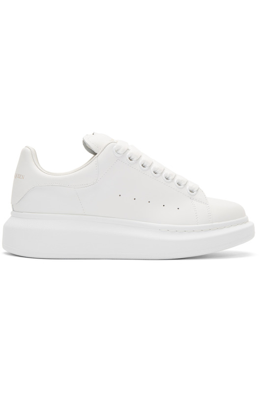 Белые кроссовки Alexander McQueen на массивной подошве