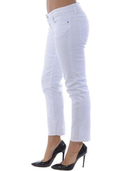 Белые укороченные джинсы слим