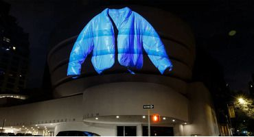 Синяя куртка из коллаборации Kanye West X Gap