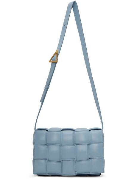 Голубая дутая сумка Cassette Bottega Veneta фото
