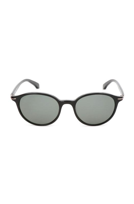 Солнцезащитные очки черного цвета