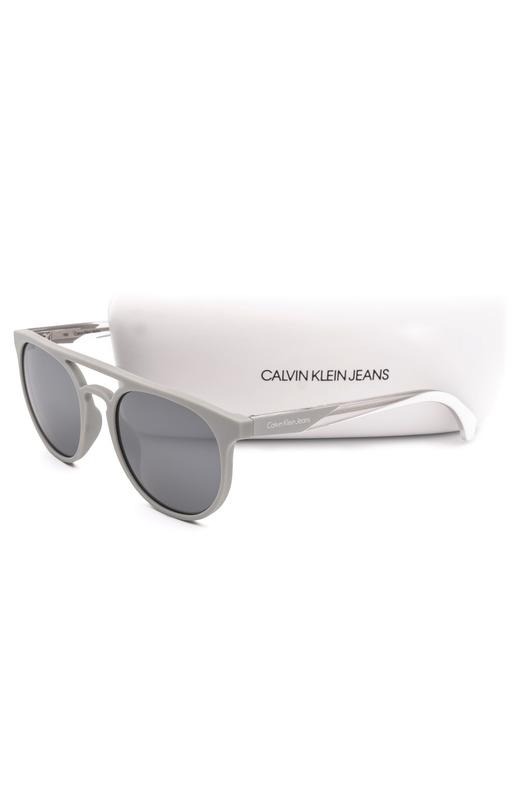 Солнцезащитные очки в серой оправе CKJ822S 007 Calvin Klein Jeans