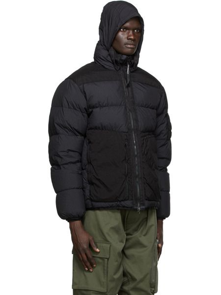 Черная куртка-пуховик на пуху