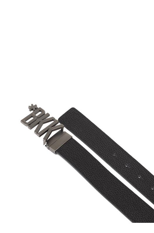 Ремень с металлической пряжкой