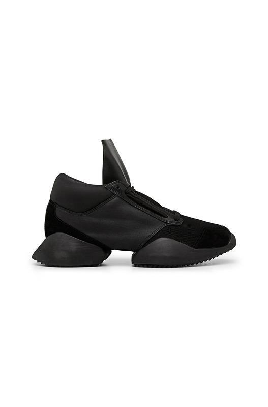 Черные кроссовки с увеличенной подошвой